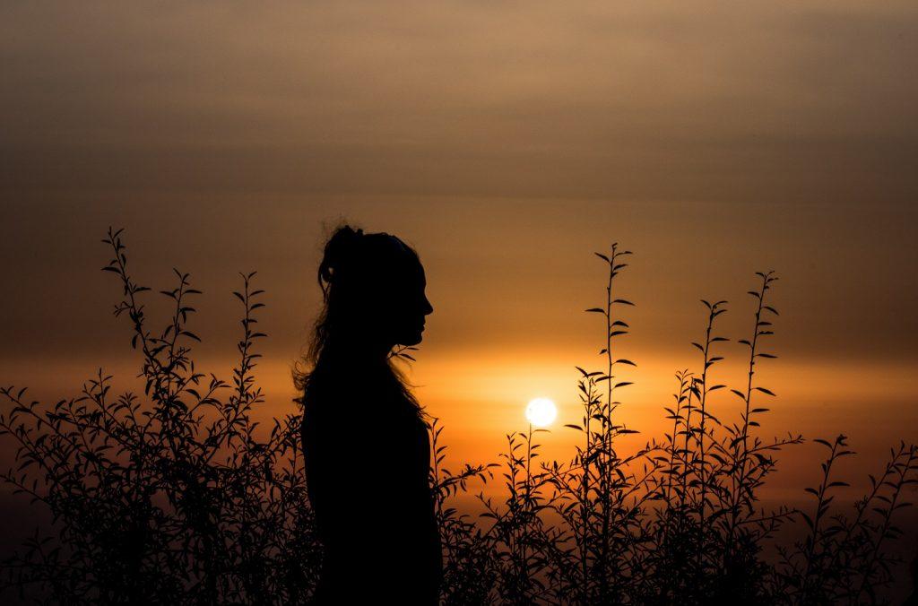 Spirituelle Nyheder - Video - Healing har ændret smerteplaget kvinde